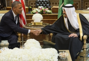 Saudi's newly appointed King Salman (R) shakes hands with US President Barack Obama at Erga Palace in Riyadh on January 27, 2015. Obama landed in Saudi Arabia with his wife First Lady Michelle Obama to shore up ties with King Salman and offer condolences after the death of his predecessor Abdullah. AFP PHOTO / SAUL LOEB